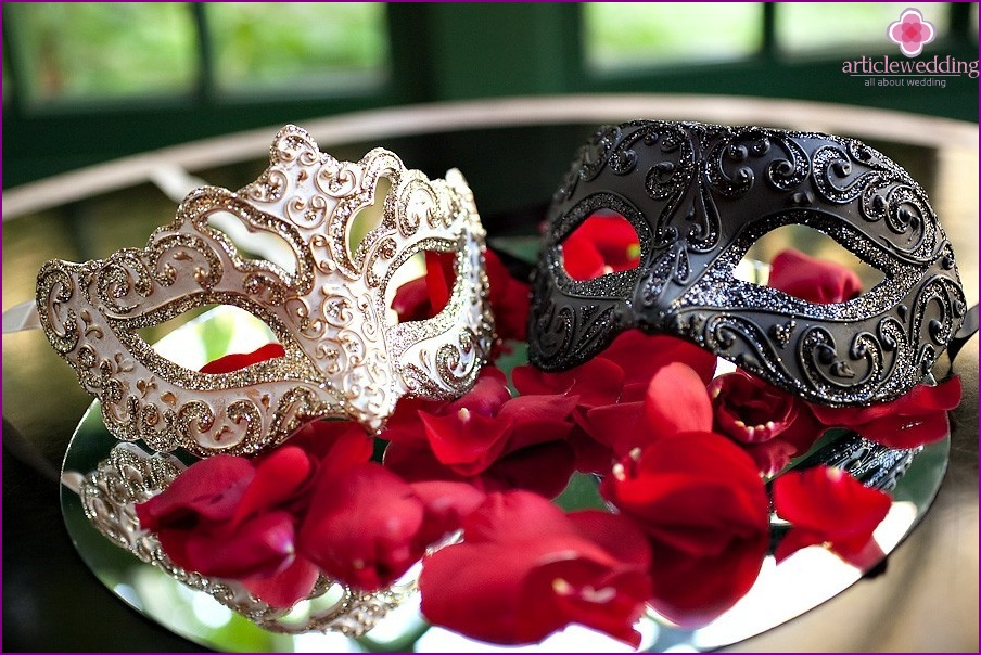 Thematic elements for a wedding in the style of masquerade