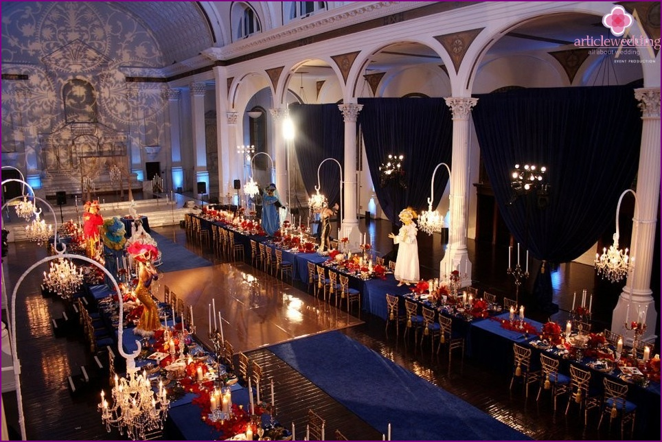 The decor of the restaurant at a wedding in the style of masquerade