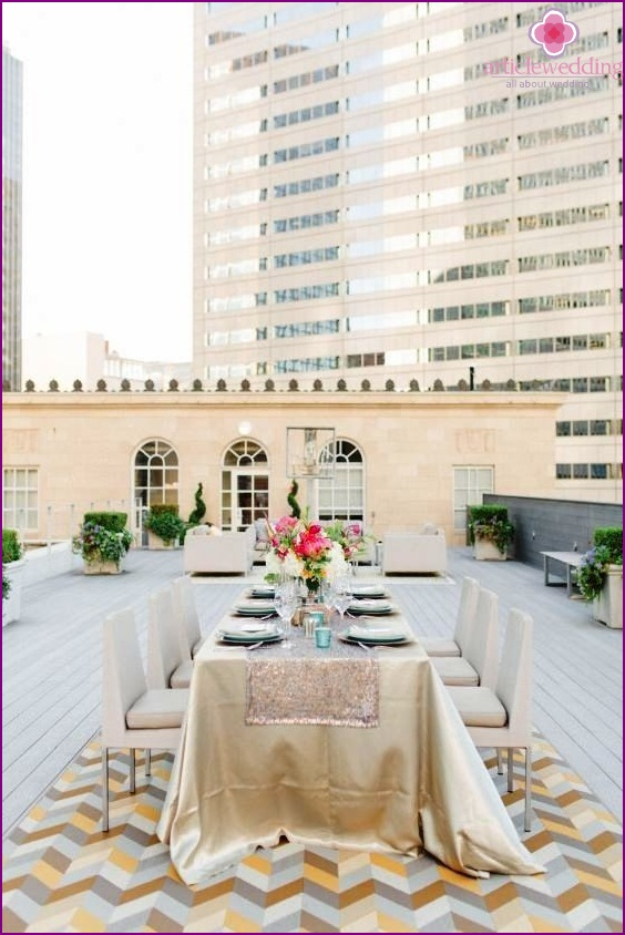 Zoning wedding on the rooftop