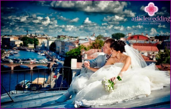 Wedding photo shoot on the roof