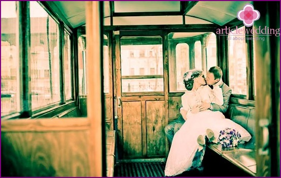 Wedding photo session in a tram