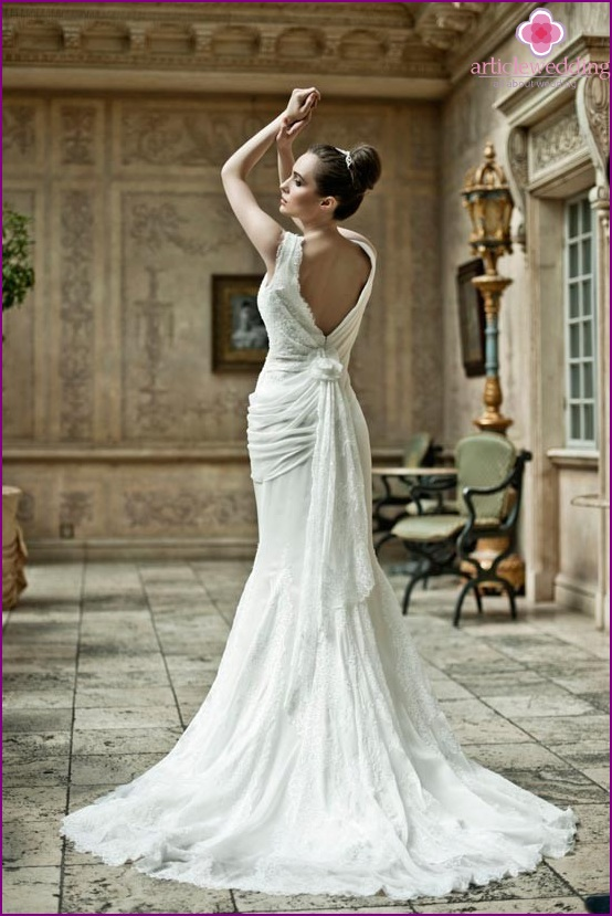The classic wedding dress with open back