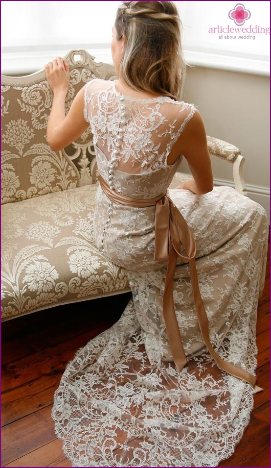 Wedding dress with a lace back