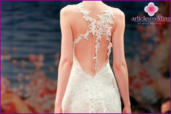 Wedding dress with lace open back