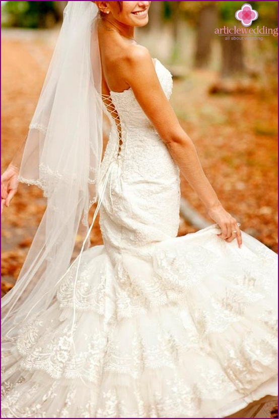 Wedding dress with lacing on the back