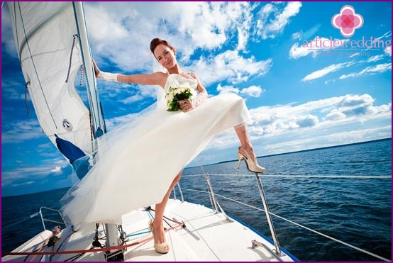 Wedding walk on a splendid yacht