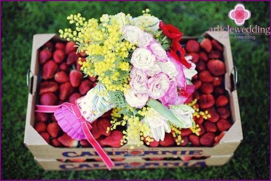 The original strawberry wedding gift