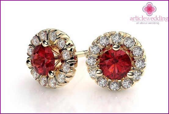 Earrings with ruby