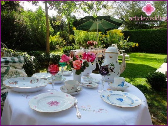 Garden umbrellas for wedding decorations