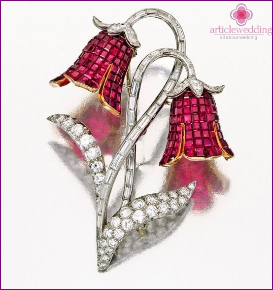 Brooch with ruby