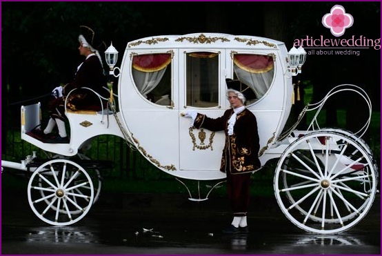 A white coach is also suitable for the Greek wedding