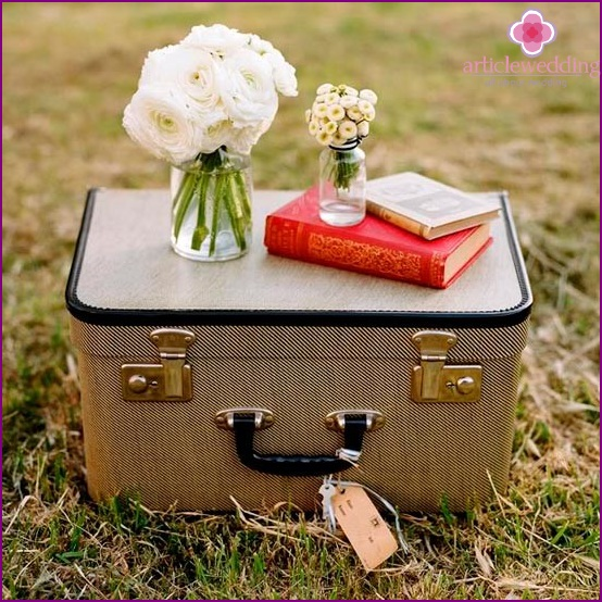 Wedding suitcase for money