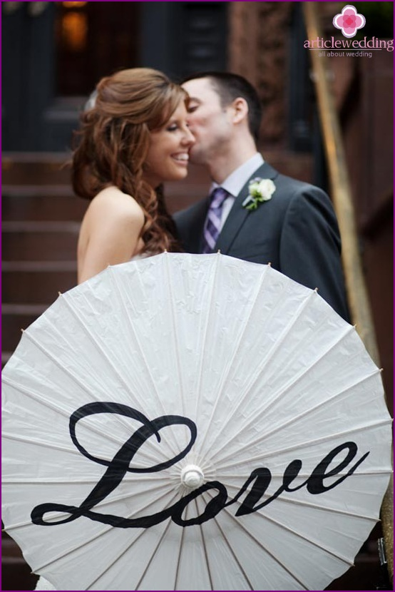 Umbrella with inscriptions at the wedding