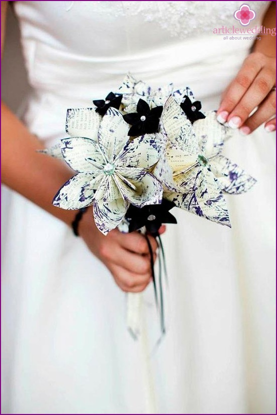 Bouquet bride in black and white