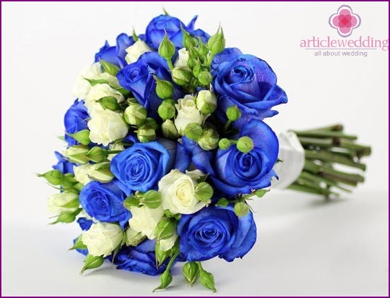 Bouquet with blue roses