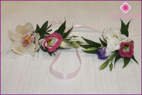 Bracelets for bridesmaids and guests