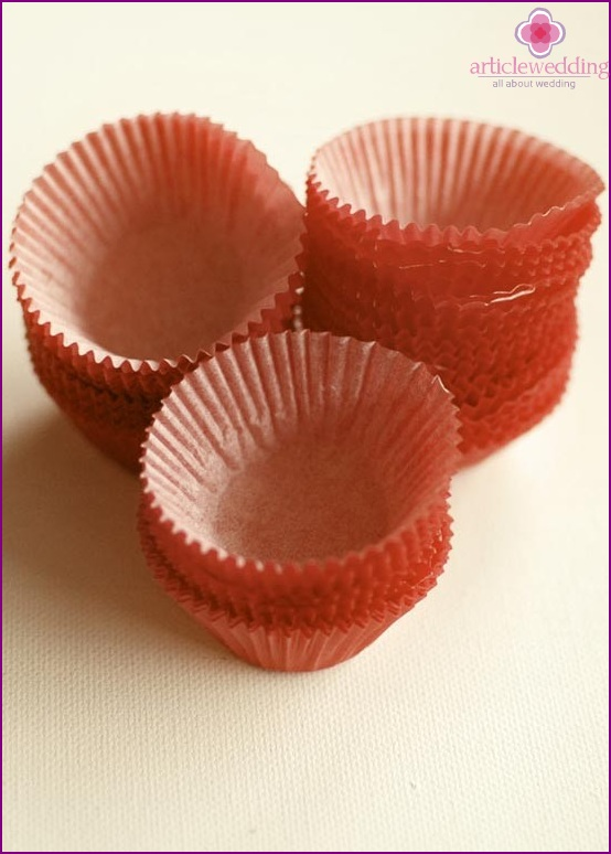 Prepare molds for cupcakes