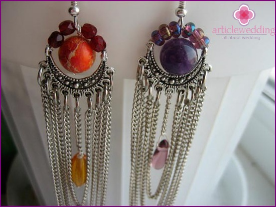 Earrings with chains and stones