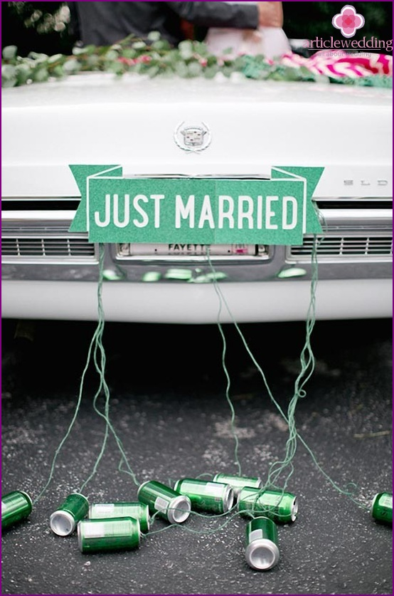 Wedding car with tied banks