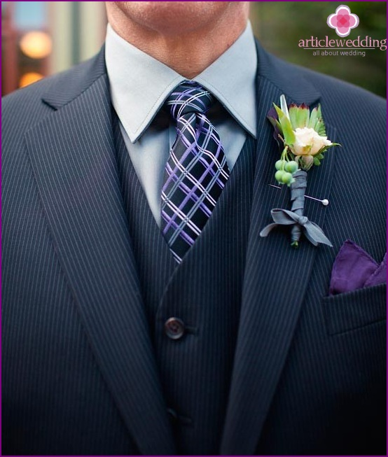 Elegant boutonniere with crystal