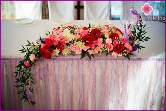 Flower arrangement on the wedding table