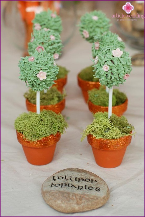 Decorate with flowers Topiary