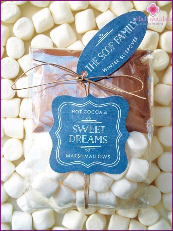 Bonbonniere with cocoa and marshmallows