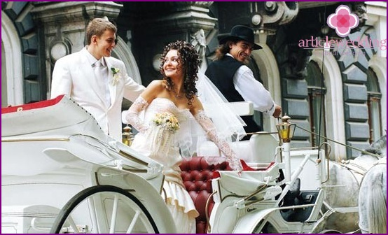 Wedding walk on the carriage