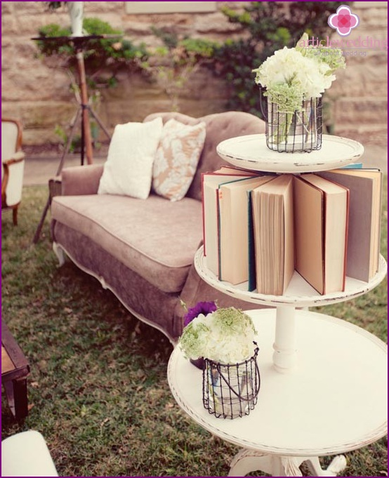 Divan area for a wedding book
