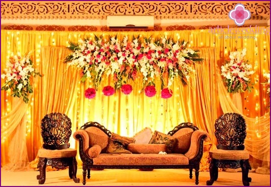 Lounge for a wedding in eastern style