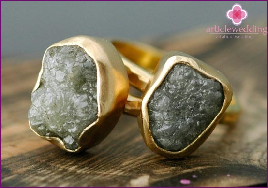 Rings with rough-cut