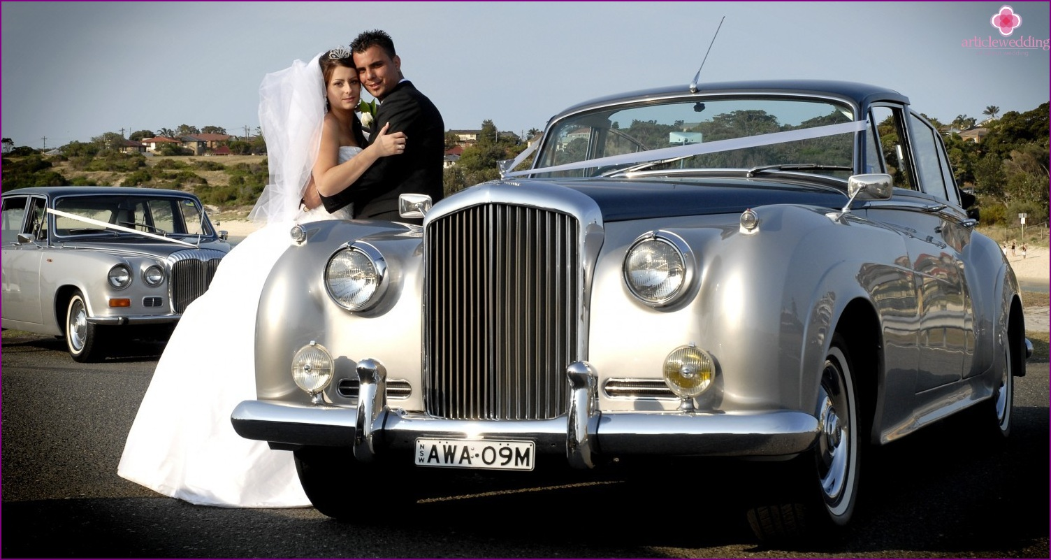 The silver car for a wedding