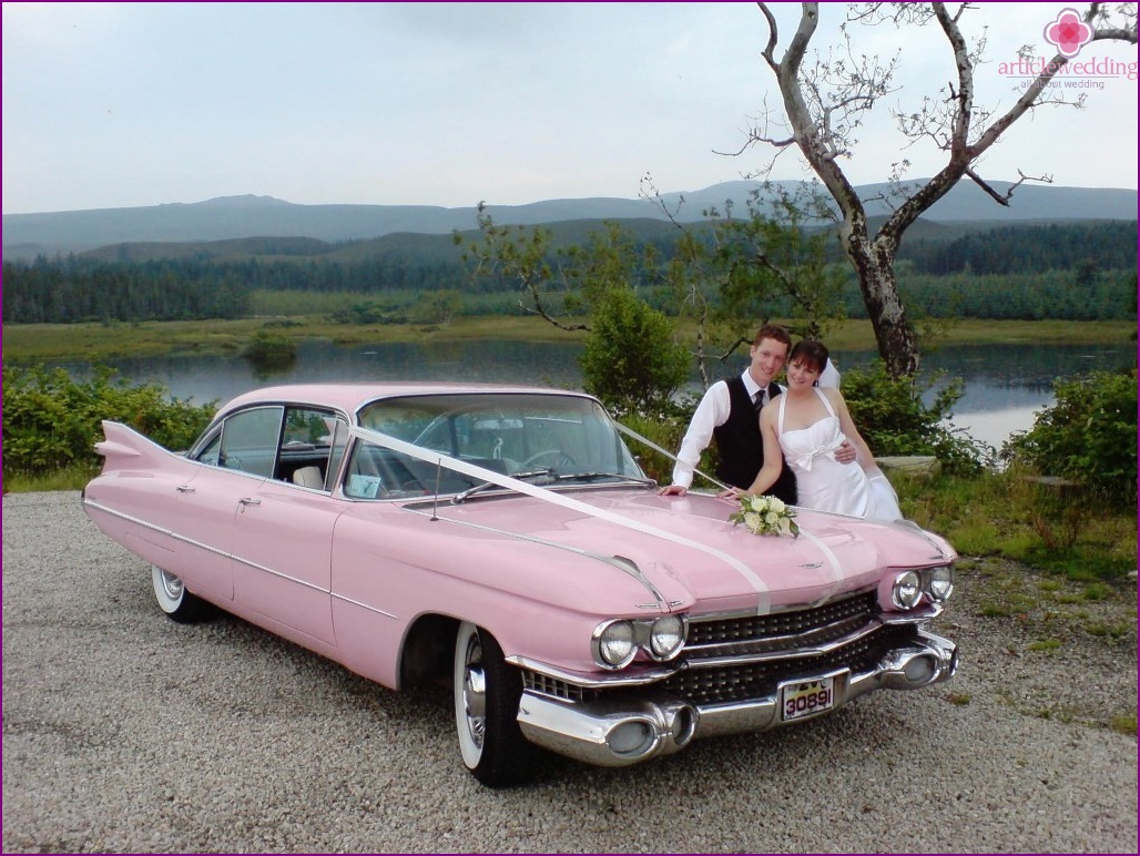 Pink car for a wedding