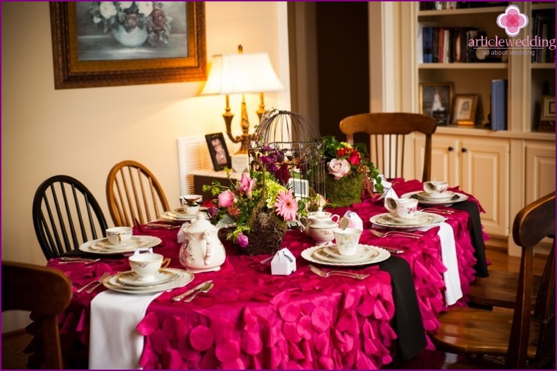 table decor in the style of Alice in Wonderland