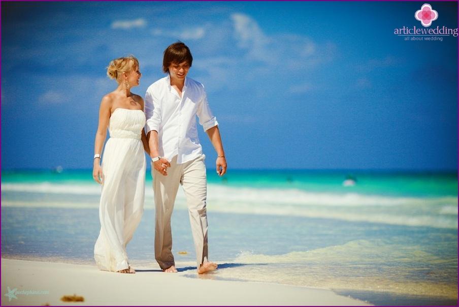 Matrimonio Sulla Spiaggia Abito : Matrimonio sulla spiaggia l immagine per la sposa