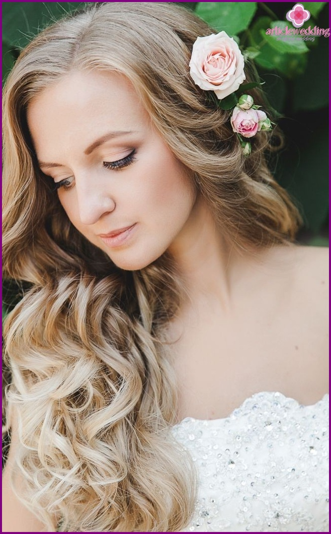 Flowers in the hair of the bride