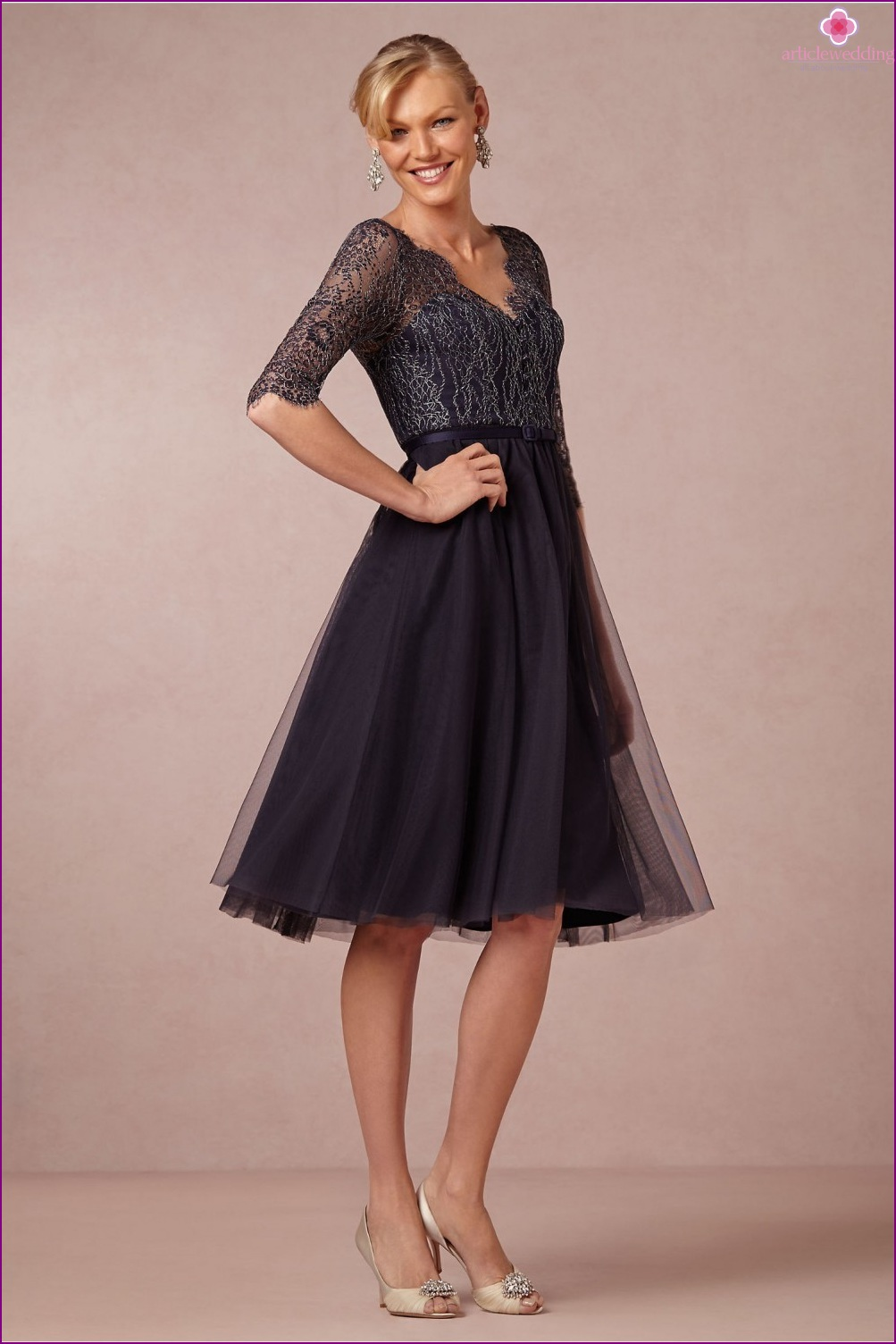 Evening dress of medium length