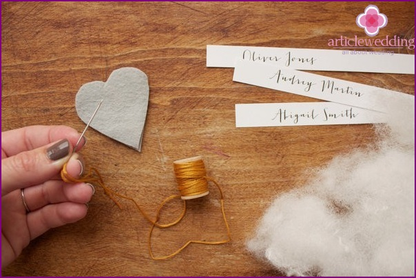 We begin to sew hearts