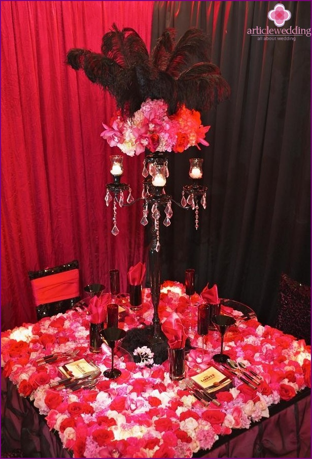 table decor in the style of Moulin Rouge