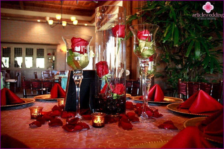 Decor table in the style of Moulin Rouge