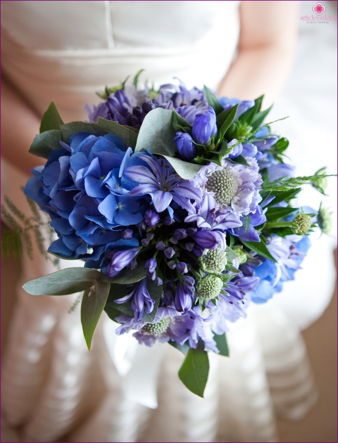 Bridal bouquet in violet tones