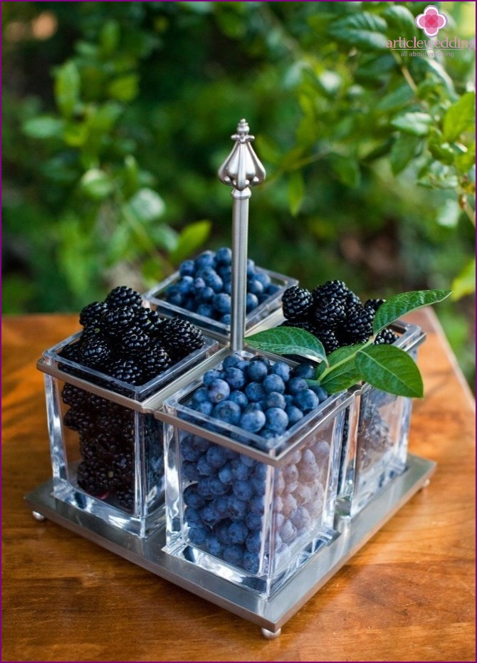 Fresh berries in the decor