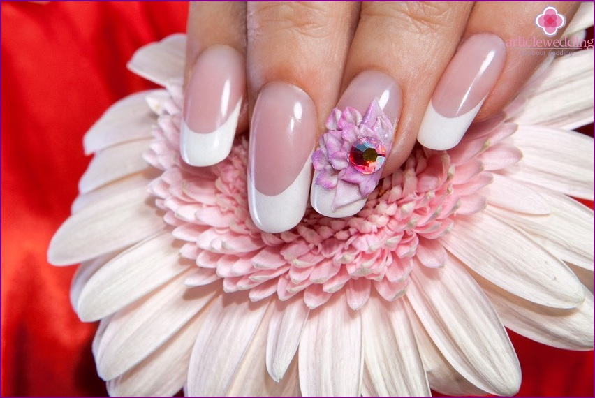 Manicure with moldings for a wedding