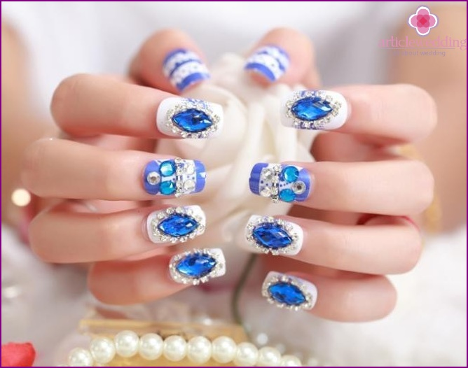 Bright manicure with crystals