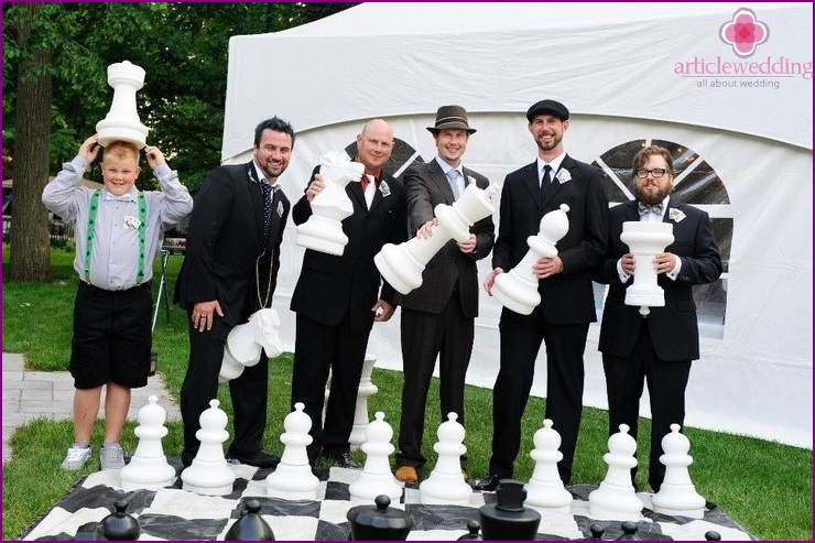 Large chess at the wedding