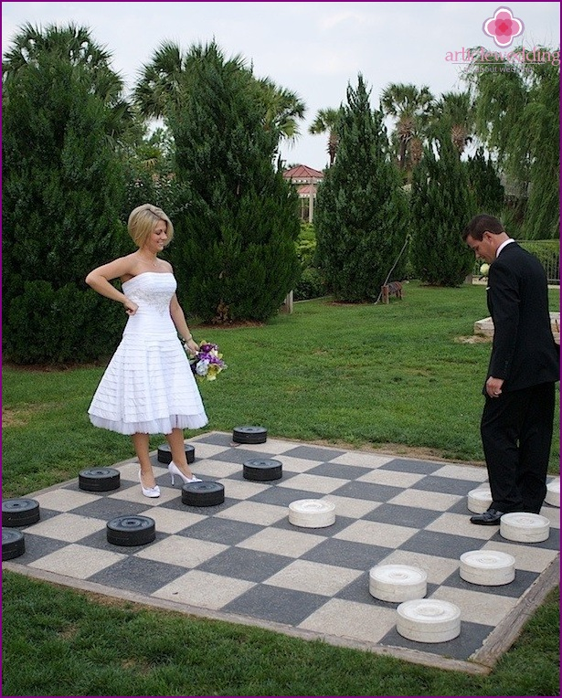 Large checkers at the wedding