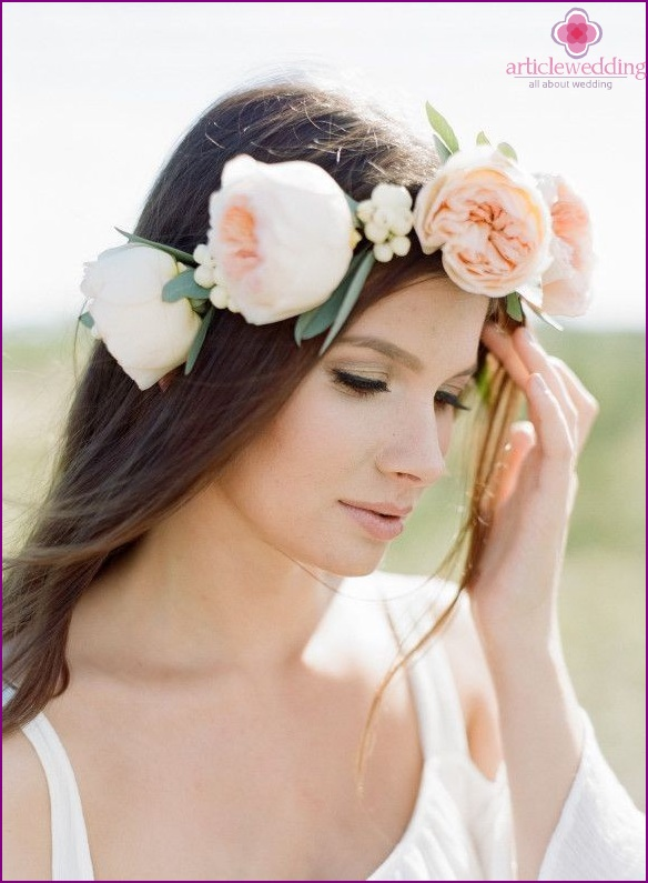 Wedding hairstyle with fresh flowers