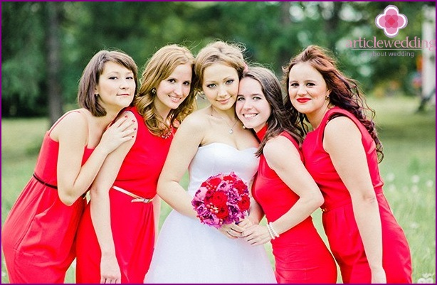 The bride and her bridesmaids in Love is the style