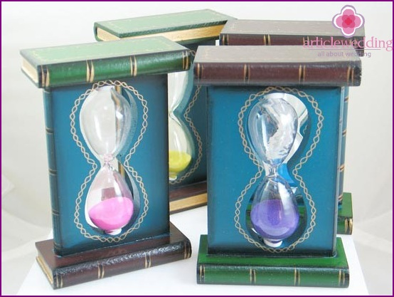 Hourglass in a gift