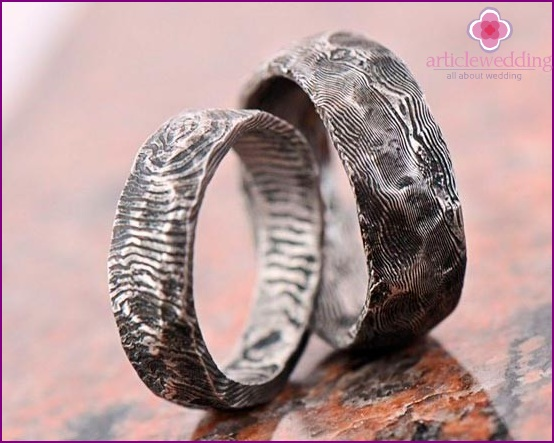 of Damascus steel rings